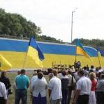У Борисполі виклали рекордний прапор України з каменю