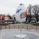На моцаки: на центральній площі Борисполя розбили світлодіодну писанку