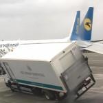 ДТП у «Борисполі»: літак влетів у вантажівку