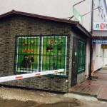 У Борисполі невідомий напав на продавця цукерок