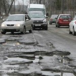Пошкодили авто через погану дорогу – місцева влада відшкодує збитки