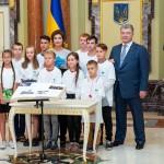 Школярі з Борисполя долучилися до Національного проекту «Книгу Миру», започаткованого президентським подружжям Порошенків