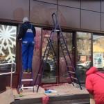 У Борисполі двері магазину Roshen облили червоною фарбою