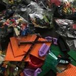 73 великі набори конструкторів «LEGO Play Box» – для міських шкіл