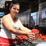 Полуничний сезон у розпалі:  ягода смакує і в компоті, і в йогурті, і зі сметанкою, дарма, що дорога
