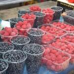 Бориспіль базарує: «добренна» молода картопля з Воронькова та чорниця з Чернівців
