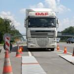 В Україні запровадили цілодобовий ваговий контроль вантажівок