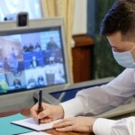 Зеленський підписав закон про штрафи за відсутність маски