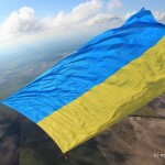 Парашутист розгорнув у повітрі величезний прапор України: як Бориспіль долучився до встановлення рекорду України